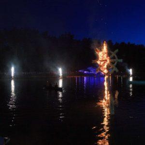 Pirotechniniai fontanai ant vandens ant vandens Mažosios dailidės legenda 2019